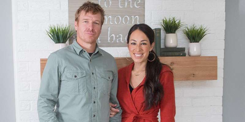 Fixer Upper Host Chip Gaines along with wife Joanna Gaines