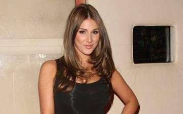 English model Lucy Pinder dating Chris Evans. Captain America lucky!