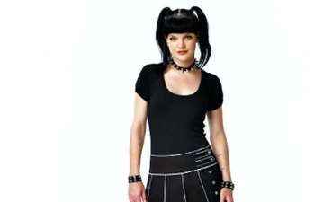 Pauley Perrette tattoos real or not. Pauley reason for break up with Thomas Arklie