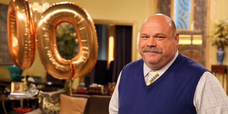 What is American actor Kevin Chamberlin doing post Disney-show Jessie?
