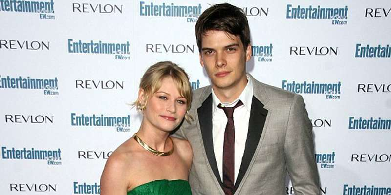 Is Josh Janowicz and Emilie de Ravin still dating each other?