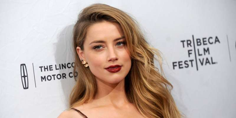 Amber Heard gets support from her pal as she finds difficult to handle her divorce from Johnny Depp