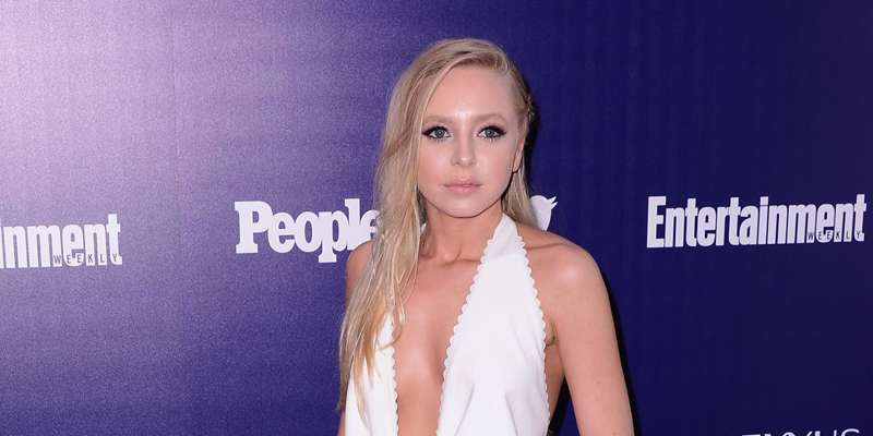 Portia Doubleday gets photobombed as her 'Mr. Robot' colleague Rami Malek sneaks from behind