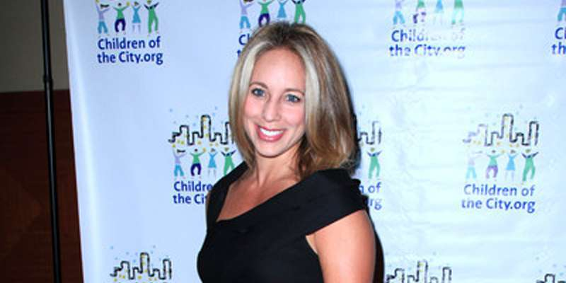 WABC's Lauren Glassberg has a son but she is not married. Is she engaged or has a boyfriend?