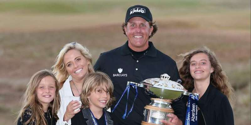 Phil Mickelson and Amy Mickelson with their kids