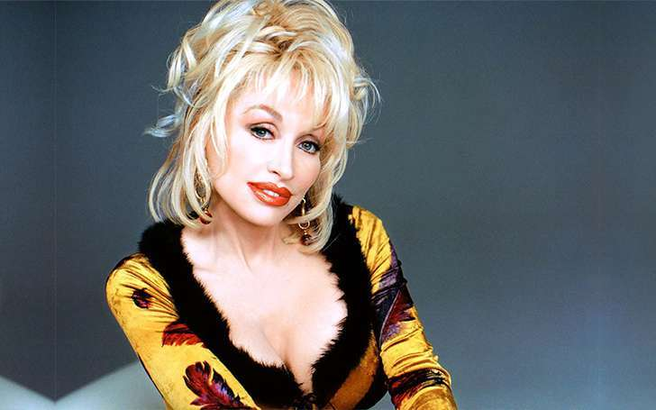 Dolly Parton, age 74, married with husband Carl Dean but ...