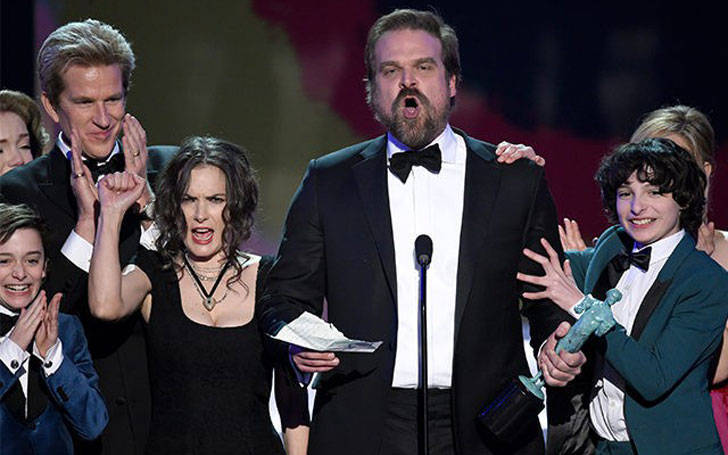 Look stars reaction at David Harbour's speech in SAGs awards. EPIC