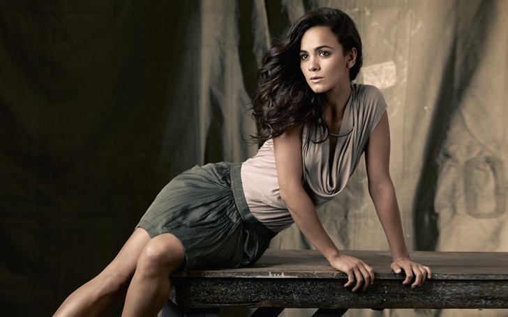 Actress Alice Braga Single or Married? Who is she Dating Currently? Know about her