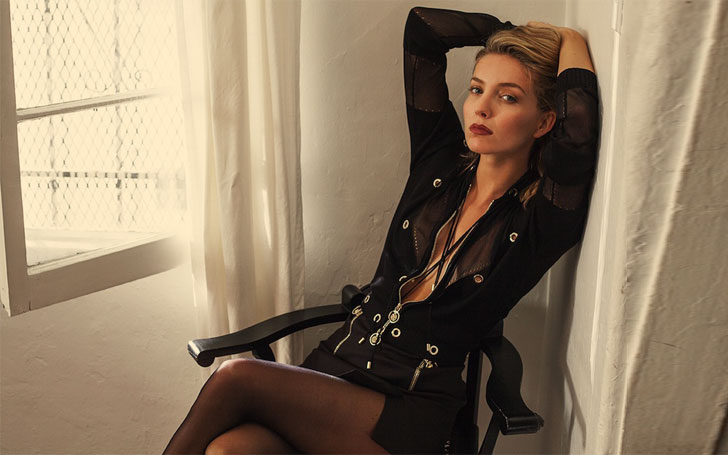 32 Years Annabelle Wallis is single or Married; Currently dating Chris Martin, Know her affairs