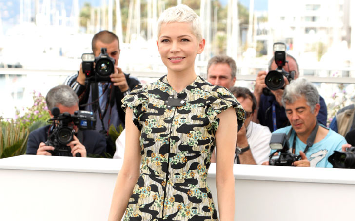 Michelle Williams Spotted Kissing her New Boyfriend, Love in the air!! Know her Dating Details here