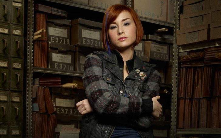 Hot Actress Allison Scagliotti is Single or married? Who is she dating Currently?