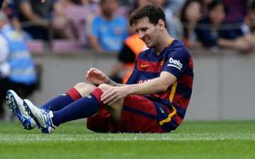 Lionel Messi out 7-8 weeks with knee injury