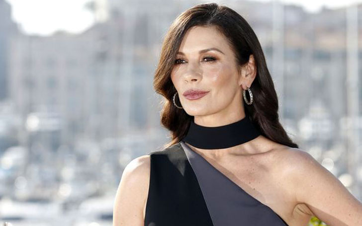 See American Actress Catherine Zeta-Jones Looks Before & After a Plastic Surgery! Also Her Career