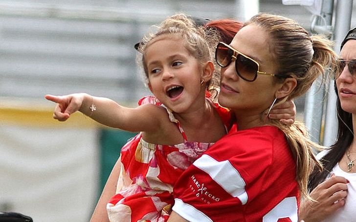 Emme Maribel Muñiz age and her mother Jennifer Lopez