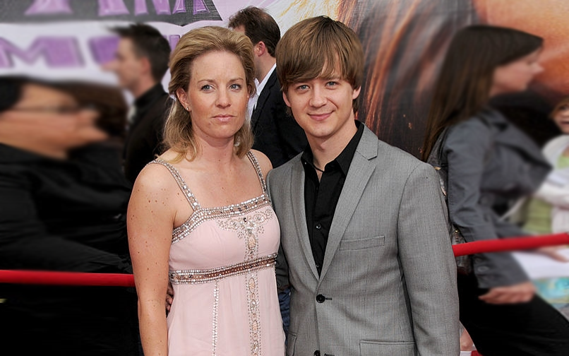 Jennifer Earles married life with Jason earles. Is Jennifer happy with her married life?