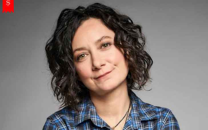 Primetime Emmy Award Nominee Actress Sara Gilbert Earns Well From her Profession; Has Maintained a Good Net Worth