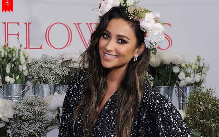 31 Years American Model Shay Mitchell Overall Income and Net Worth