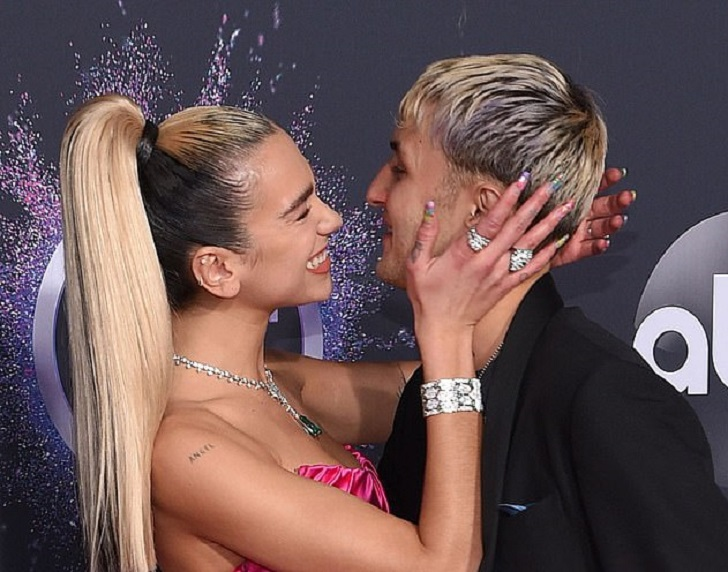 Young Couple Dua Lipa And Anwar Hadid's Recent PDA On The Red Carpet At The American Music Awards Took Over The Social Media