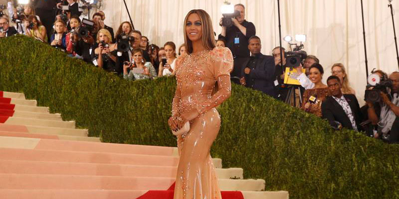 Lemonade singer Beyonce graces the red carpet at 2016 Met Gala without her husband Jay Z