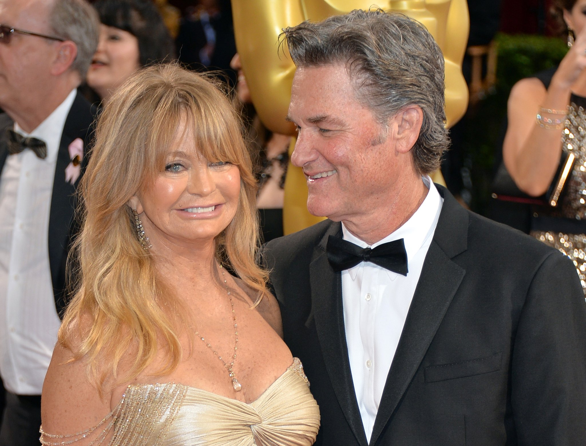 movies kurt russell goldie hawn were caught cops having first date