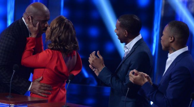Things get Awkward for Steve Harvey with his Family on Celebrity Family Feud