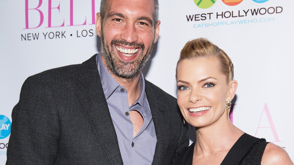 Pregnant Jaime Pressly Celebrates her 40th Birthday in a bikini showing her sexy buttocks