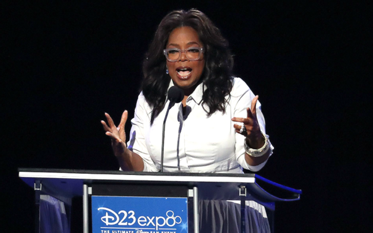 Oprah Winfrey Kissed a Micky Mouse at a Disney Fan Event