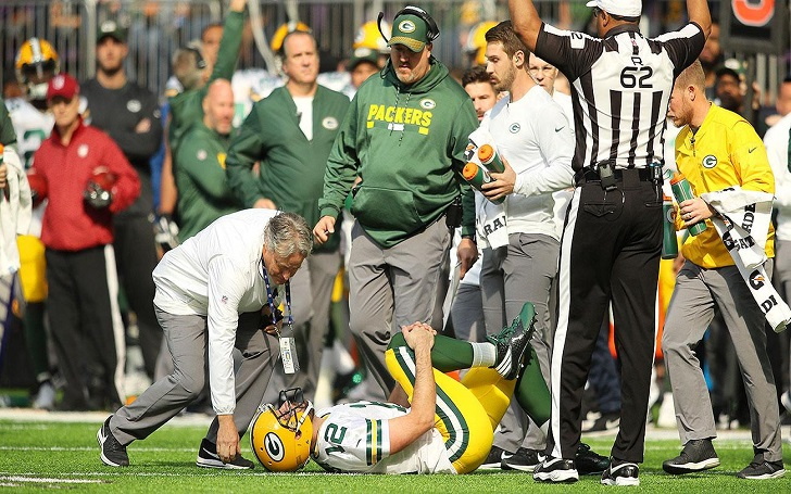 Green Bay Packers: Aaron Rodgers Suffers Broken Collarbone