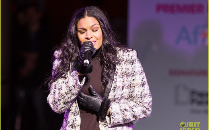 Former American Idol Jordin Sparks Sings National Anthem With A Hidden Message On Her Hand