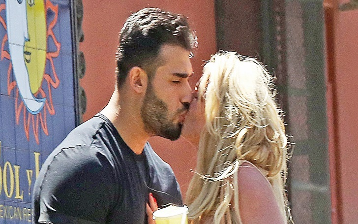 Britney Spears and Shares a Kiss With Boyfriend Sam Asghari After a Lunch Date in L.A.