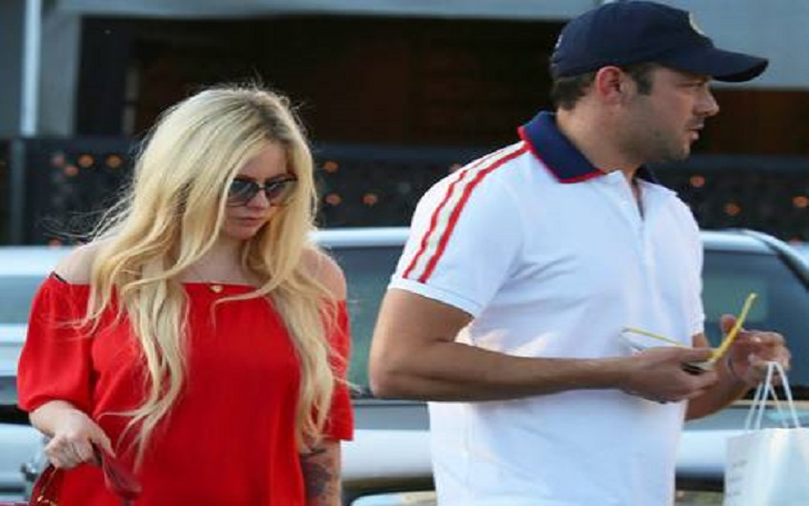 Avril Lavigne is Quietly Dating a Mystery Man: Identifies as Billionaire Heir Phillip Sarofim