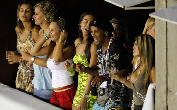 Ronaldinho Denies the Rumor that He will get Married to Two Women at the same Time. Who Are They?