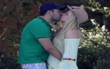 Avril Lavigne Packs on Some PDA with Beau Phillip Sarofim (Spotted Kissing in Italy)