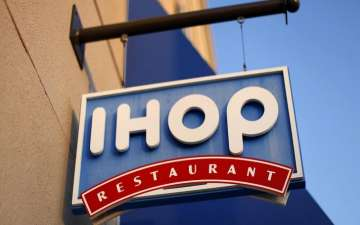 IHOP promotes a new name change to 'IHOb' via Social Media