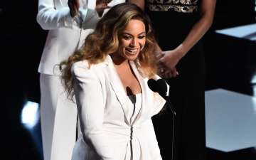 Beyonce wins Entertainer of the Year at the 50th NAACP Awards