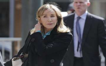 Felicity Huffman Arrives at Court For Hearing Over College Admissions Scam