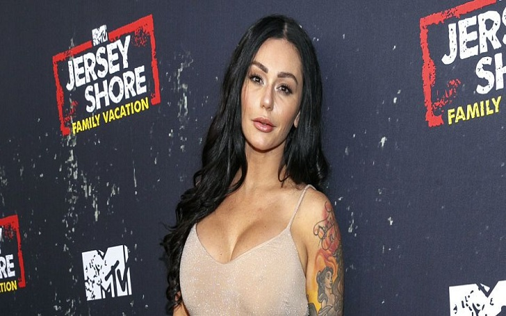 Jenni 'JWoww' Farley Shows Off Her Toned Body in Her Instagram Video