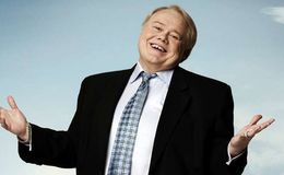Who is the American stand-up comedian Louie Anderson dating currently?