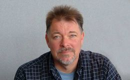 Jonathan Frakes sold his home of California. Is he married?