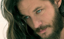 Travis Fimmel isn't married but does he have girlfriend? Who is he dating these days? Is he gay?